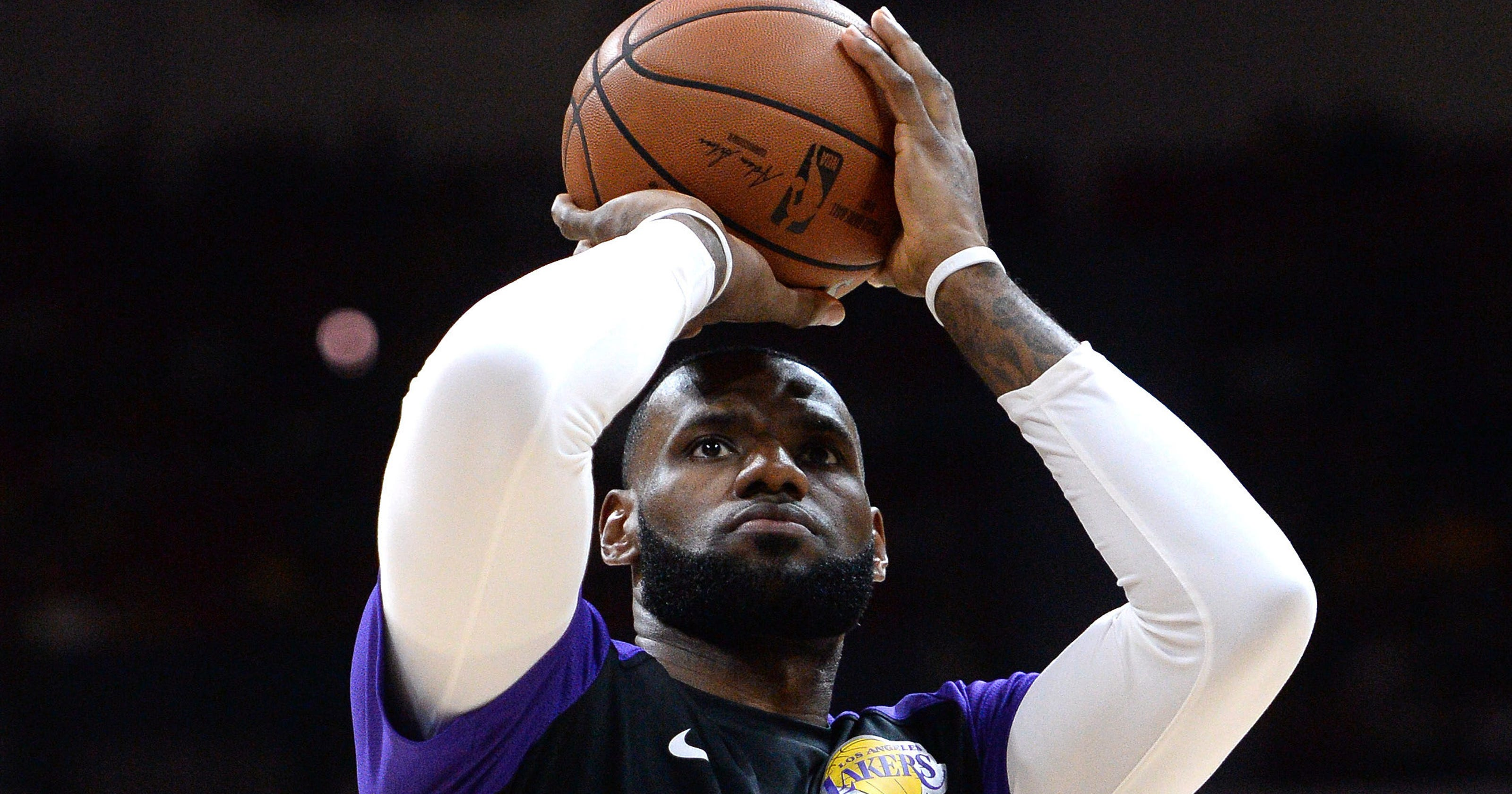 7e5730f2aa9 LeBron hit deep 3 for first bucket with Lakers
