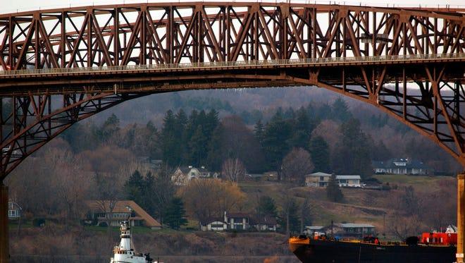The Newburgh-Beacon Bridge carries fiber-optic cable.