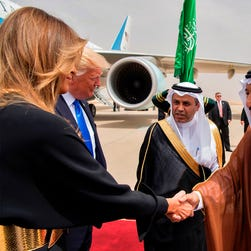 Melania Trump eschews headscarf in Saudi Arabia — and it's not an insult