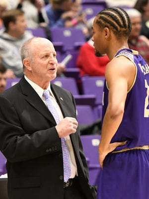 Longtime Western Carolina basketball coach Larry Hunter felt that the Catamounts' players were like members of his family. Hunter, who retired after the 2017-18 season, died Friday.