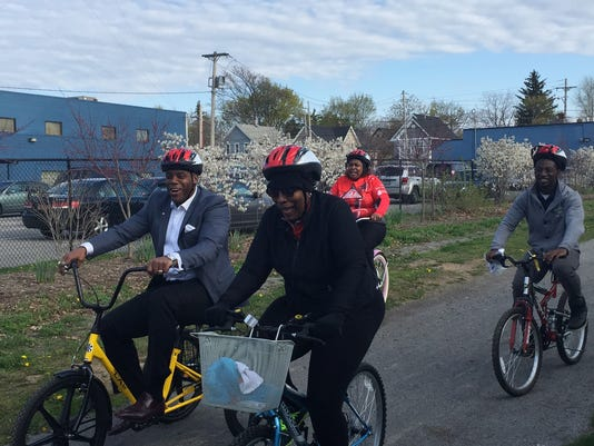 Roland Williams, bicyclists train for Tour de Cure