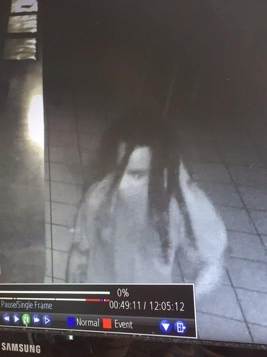 635709113467518512-Suspect1
