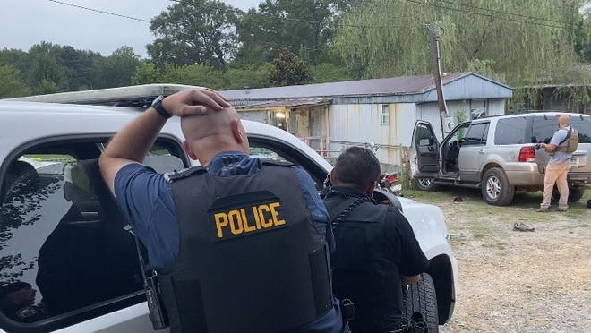 Boaz police and several surrounding agencies surrounded a mobile home on Bethsaida Road Thursday morning, trying to talk a subject out after he had pointed a shotgun at the resident there during an altercation.