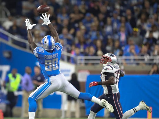 Lions tight end Michael Roberts catches a pass against