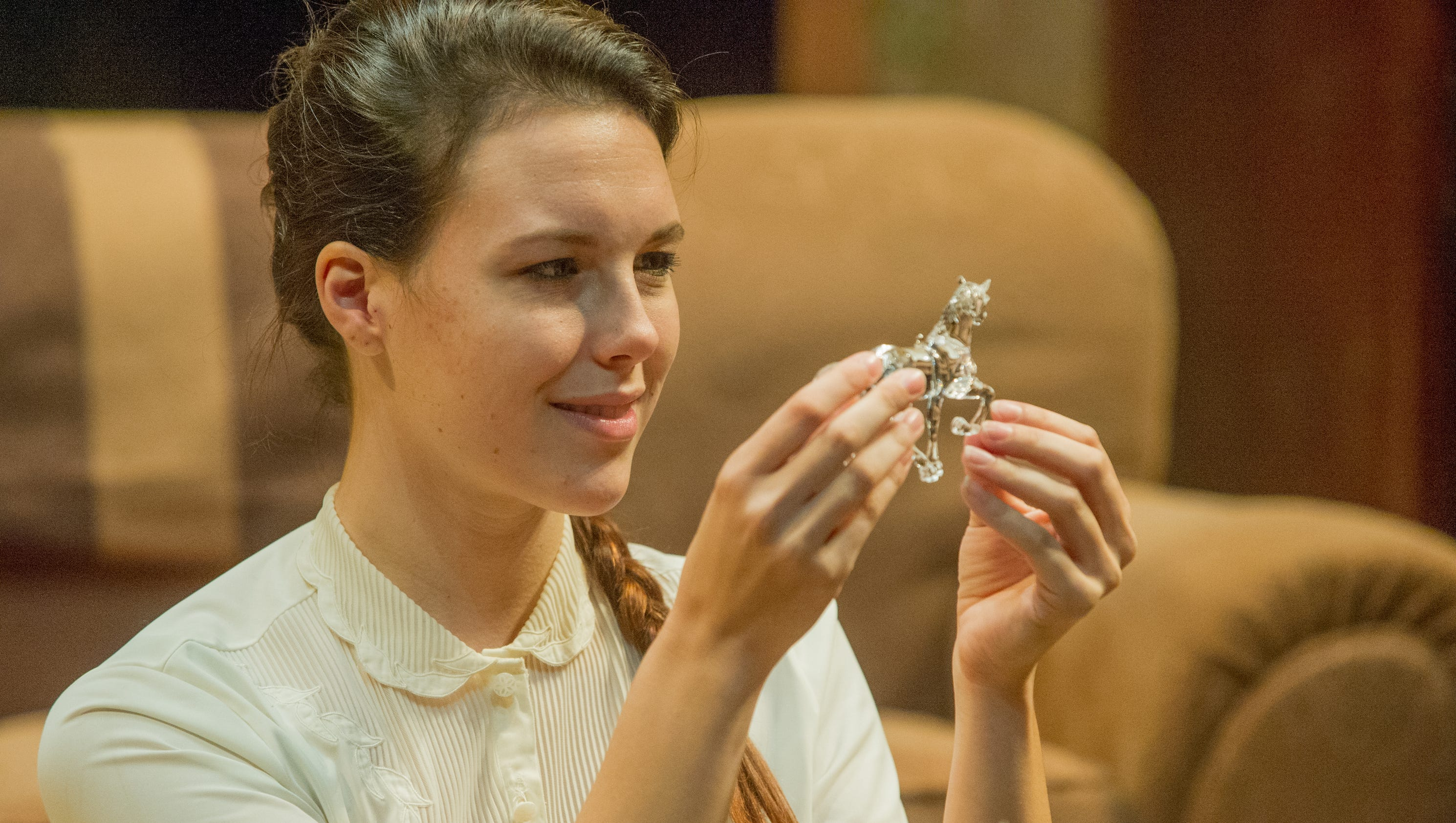 the glass menagerie social commentary Laura wingfield: a reflection of her menagerie  tom wingfield seems to be the central character of the glass menagerie by tennessee williams, but his shy sister .