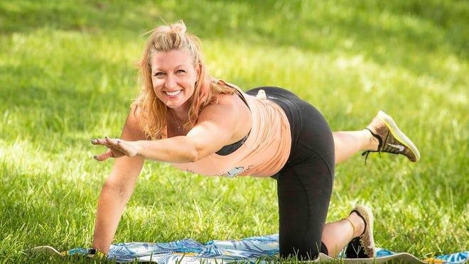 Marlo Alleva demonstrates tabletop elbow to knee.