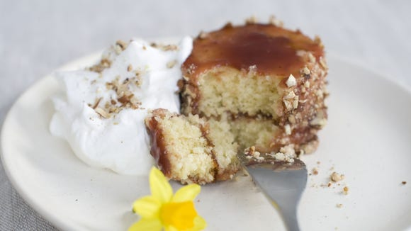Lemon olive oil mini cakes with pecans and strawberries.