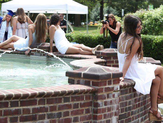 A fountain at the University of Delaware draws seniors