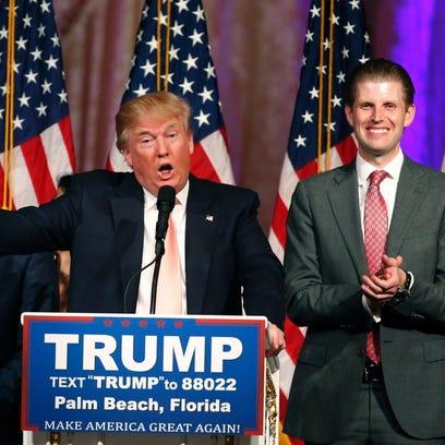 Republican presidential candidate Donald Trump (C)