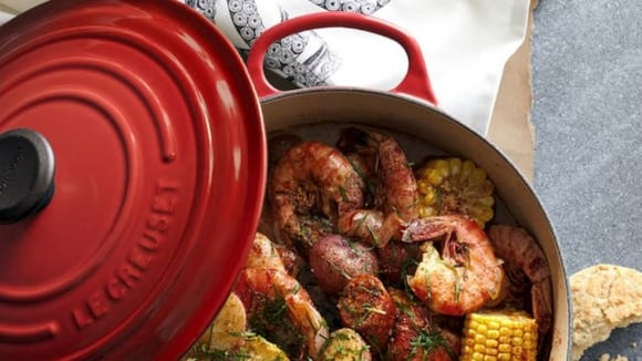 best-gifts-for-mom-2018-le-creuset-dutch-oven