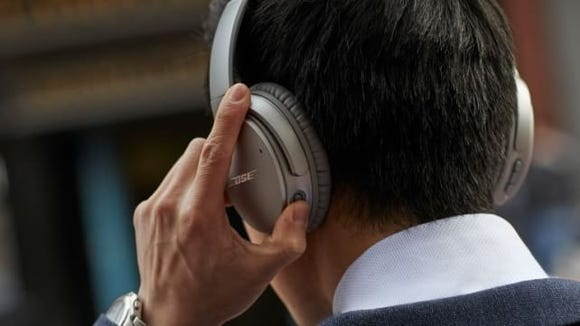 The best gifts for travelers: Bose noise-cancelling headphones