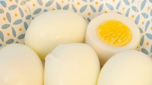 Review a quick dash egg cooker: Hard-boiled eggs