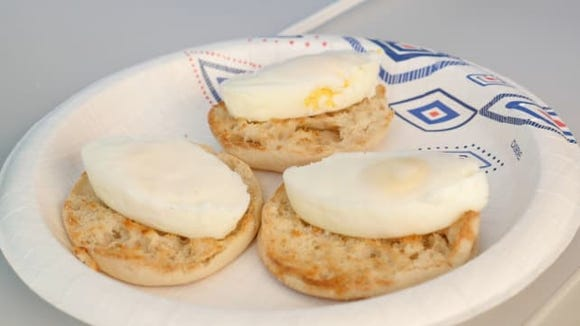Review of quick-fast egg cooker: Poached eggs
