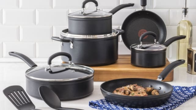 Snag this Reviewed-approve cookware set for less.