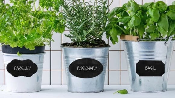You'll want to put these chalkboard labels everywhere.