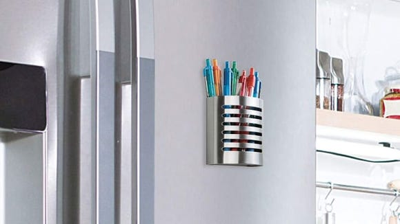 This magnetic holder is a gift for pen lovers.
