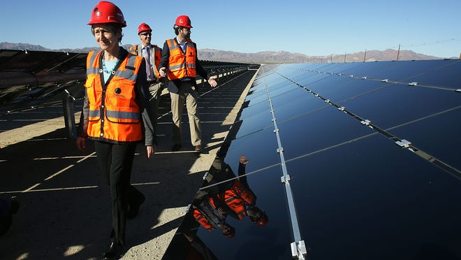 U.S. Interior Secretary Sally Jewell (left) tours the Desert Sunlight Solar Farm on Feb. 9, 2015. Completing the majority of the plant in the quarter ending Dec. 31 is one reason First Solar predicts lower earnings in the current quarter.