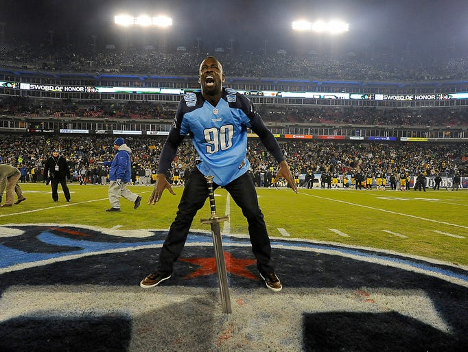 Former Titan Jevon Kearse is introduced as the 12th