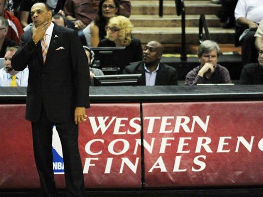 Former Grizzlies coach Lionel Hollins guides his team