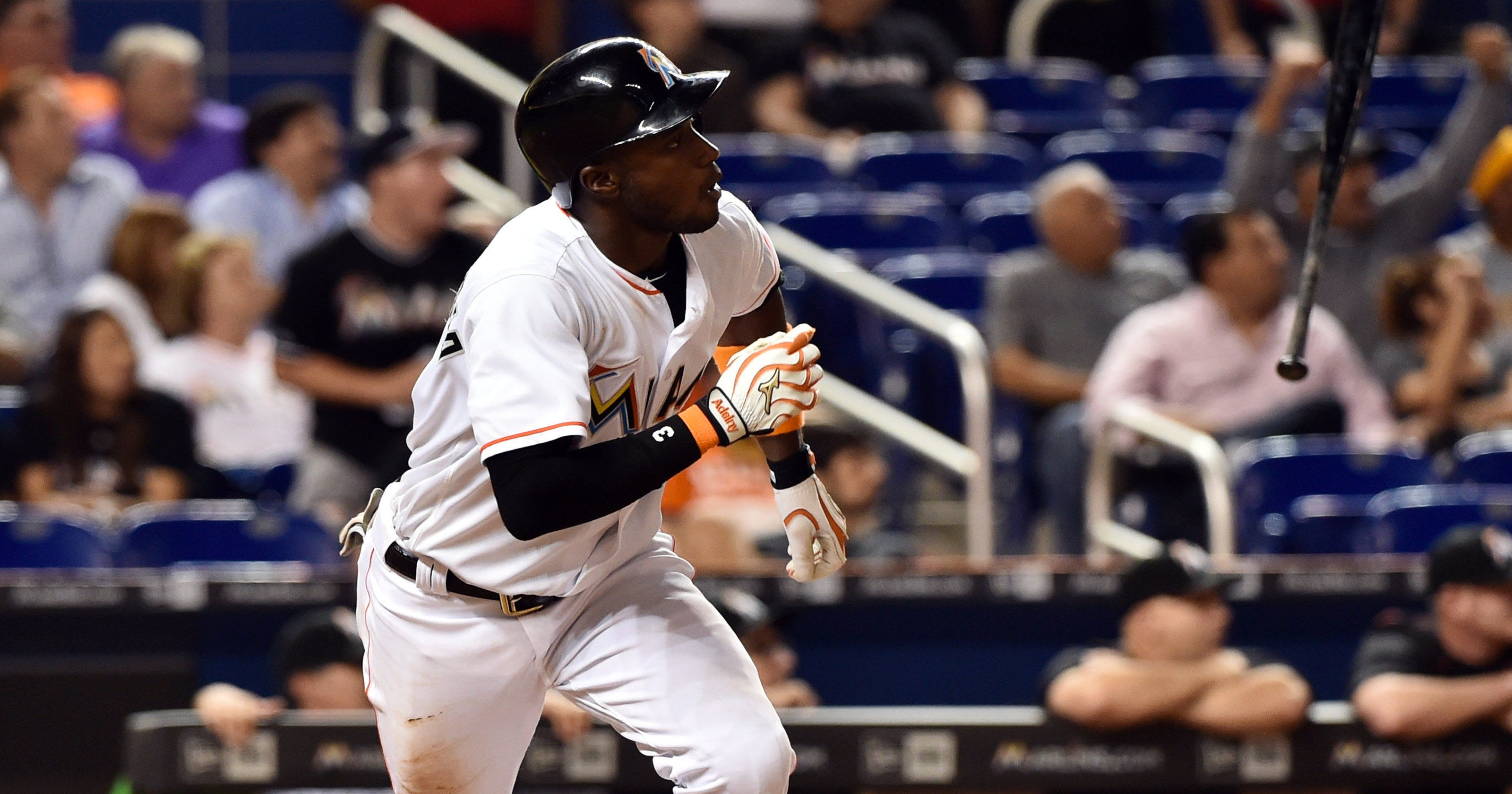 9fda7bcb3021e5 Adeiny Hechavarria RBI double in 8th lifts Marlins past Pirates