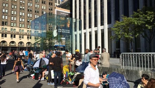 The people waiting in line for a new iPhone 7 at the flagship Apple store in New York are calm on Friday.