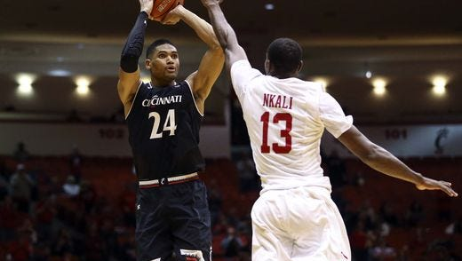 University of Cincinnati forward Kyle Washington regained his early-season form Saturday night, with 19 points and 9 rebounds in a 67-58 win at Houston.