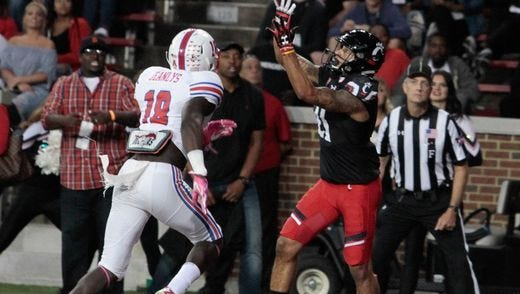 University of Cincinnati wide receiver Devin Gray makes a touchdown catch against SMU last Saturday. The Bearcats have dropped to a season-low 11th in the weekly AAC power rankings.