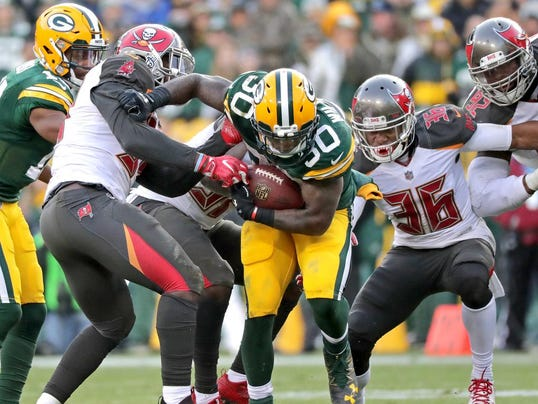 636479162849689310-APC-Packers-vs-Bucs-1469-120317-wag.jpg