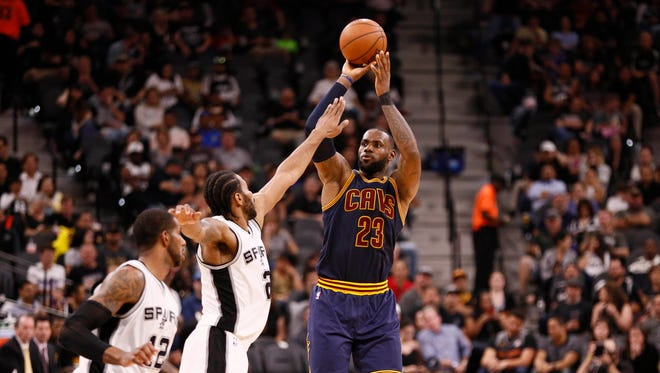Cavaliers small forward LeBron James (23) shoots the ball over San Antonio Spurs small forward Kawhi Leonard (2).
