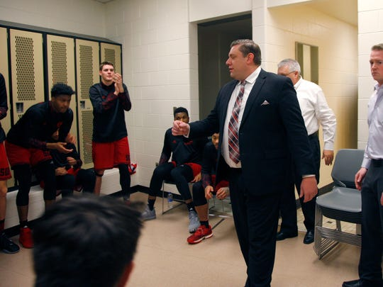 Southern Utah coach Todd Simon, a Fowler native, talks to his team in the locker room before a game against Michigan State, Saturday, Dec. 9, 2017, in East Lansing, Mich.