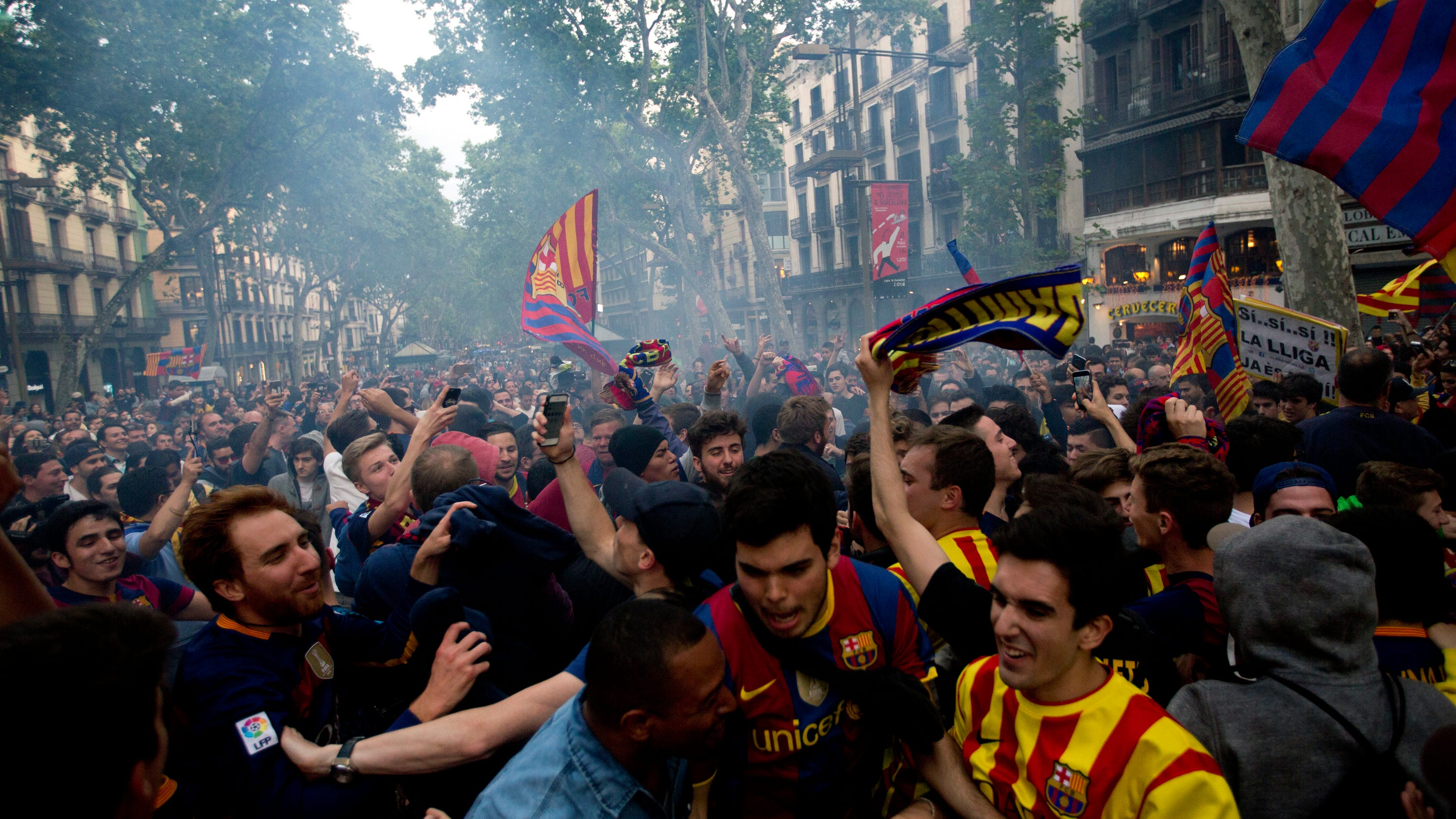Barcelona wins la liga championship on season 39 s final day - Firefly barcelona ...