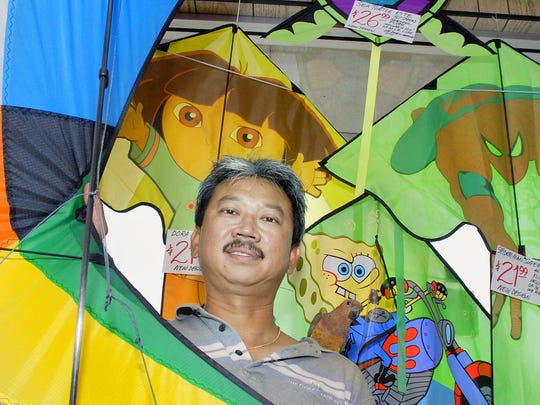 Chow Chong of Unique Flying Objects, holds a Acrobatx