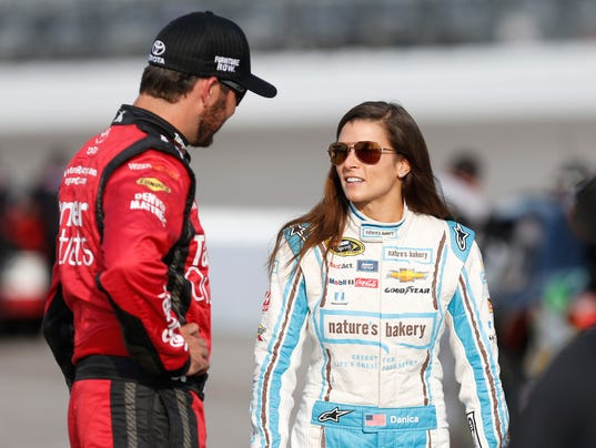 NASCAR: Federated Auto Parts 400-Qualifying