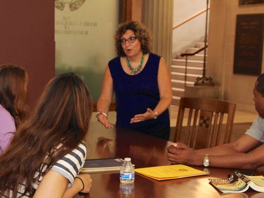 Jodi Rosenshein-Atkin shares tips with college students.