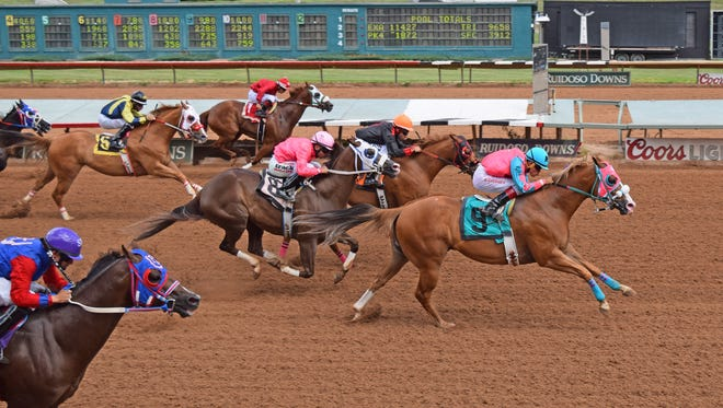 El Duero won a quarter horse stakes race on Saturday in Ruidoso.