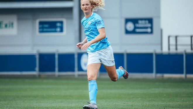 Former Whitman-Hanson star Sam Mewis couldn't keep Manchester City alive in the UEFA Women's Champions League on Wednesday, despite scoring in a 2-1 win over Barcelona.