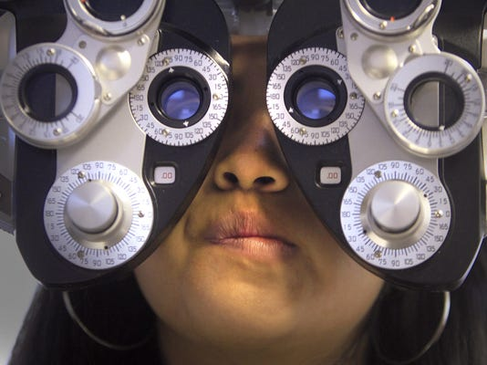Buying glasses online? Prices are low, but optometrists are wary.