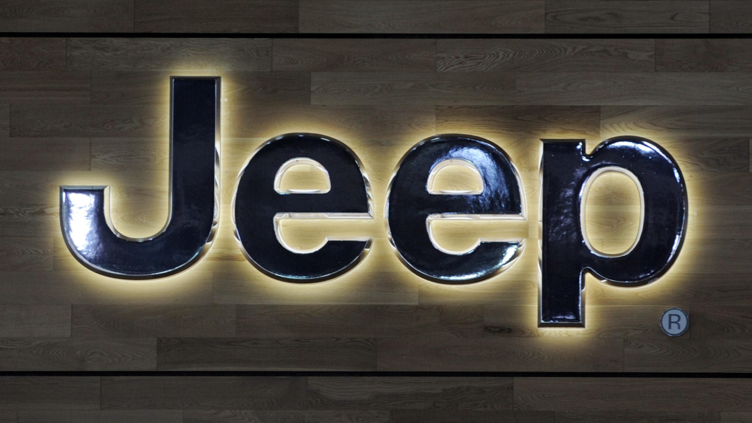 US probes air bag computer failures in '12 Jeep Liberty