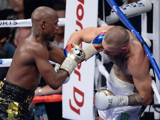Floyd Mayweather works Conor McGregor against the ropes