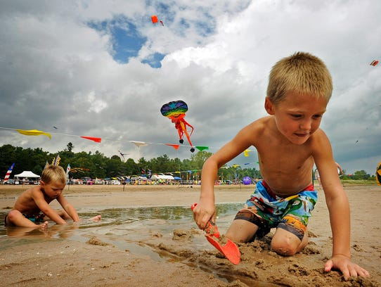 Kites Over Lake Michigan attracted about 40,000 visitors