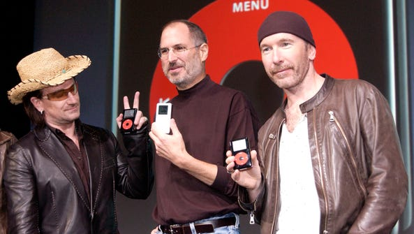 Steve Jobs (center) of Apple with Bono (left) and The