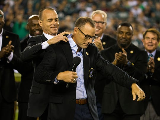 Former Eagles kicker David Akers puts on his hall of
