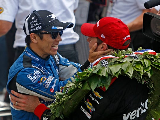 2017 winner Takuma Sato congratulates Will Power after