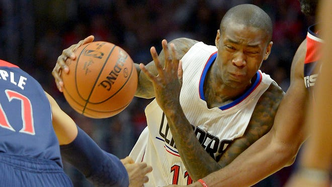 Los Angeles Clippers guard Jamal Crawford drives to the basket against the Washington Wizards on April 3, 2016.