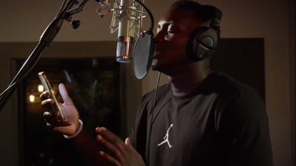Victor Oladipo singing in the 2017 NBA Talent Challenge.