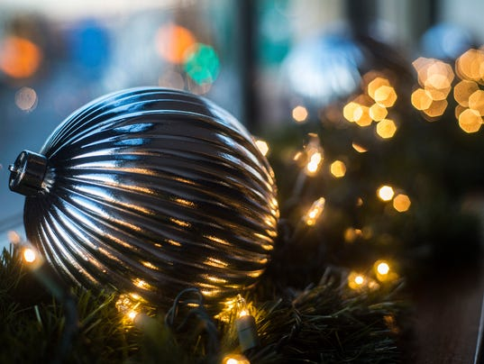 1-HES-CB-112315-decorations