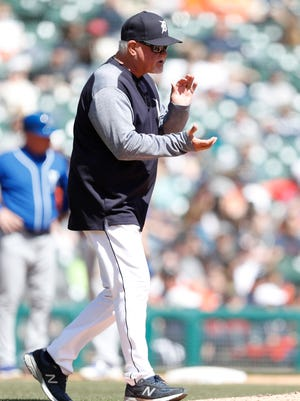 Tigers manager Ron Gardenhire claps as he walks to the mound during the sixth inning of the Tigers' 8-5 loss to the Royals on Sunday.