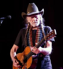 43bcc0f6 Recording Academy to honor Willie Nelson