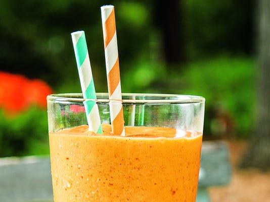 Mango date smoothie