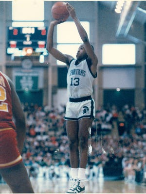 Darryl scored exactly 1,100 points in his junior and senior seasons alone, averaging 16.6 and 22.1, respectively.
